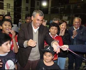 Con recursos regionales y municipales, recuperan cancha de Villa Puchuldiza