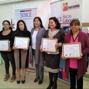 Sence certificó a mujeres de caleta Chanavayita como nuevas expertas en ofimática y desarrollo web