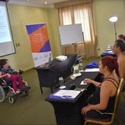 Especialista en turismo accesible realizó taller desde su propia silla de ruedas