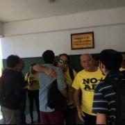 Insólito: Someten a control de identidad y detienen a activistas de Coordinadora NO+AFP, por llevar poleras alusivas al movimiento social