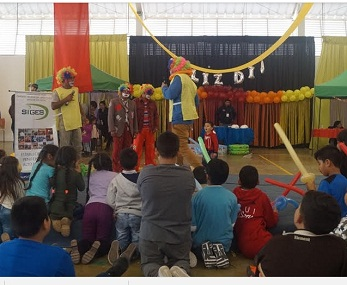 En alegre celebración participaron niñas y niños, junto a sus familiares privados de libertad