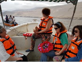 Michel Nash y su madre Ana Sáez, en simbólica y emotiva ceremonia se unen por toda la eternidad en el mar de Pisagua
