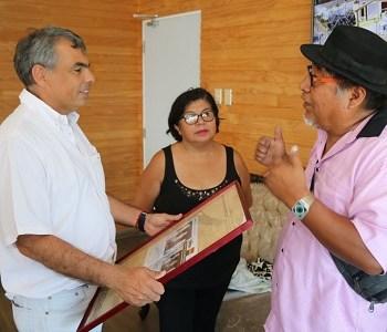 Por su aporte a la histórica Caravana de la Integración Iquique-Oruro, alcalde Soria recibe reconocimiento