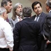 Senadores ex Nueva Mayoría y UDI lograron su cometido: Pedir a Piñera que realice gestiones a favor de Cardoen, el empresario de las letales bombas de racimo, que  posee una alerta roja de la INTERPOL
