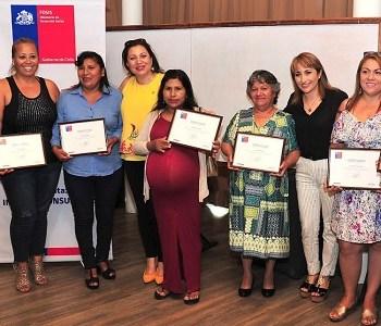 Certifican a otras 35 emprendedoras que implementaron pequeñas iniciativas de negocios, con recursos públicos