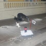 Con intervención artística en las afueras del Palacio Astoreca, rinden homenaje a los detenidos desaparecidos