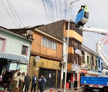 Municipio mejora condiciones de seguridad en JV Coliseo: Instalación de cámara, 14 nuevas luminarias, retiro de vehículos abandonados y erradicación de microbasurales
