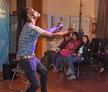 Canciones, relatos y declamaciones en una variedad de idiomas, con un mensaje de inclusión hacia los inmigrantes, se desarrolló en Huara