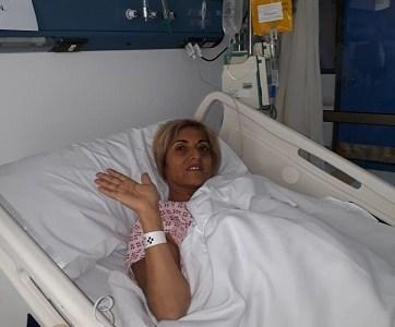 Inconsciente, con respirador artificial y sometida a diálisis se encuentra profesora iquiqueña Jenny Manzo, que aún espera que donación de un hígado le salve la vida