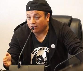 Consejero López reconoce haber tenido conversación con periodista, que deriva en tuit que pone en jaque a sus colegas