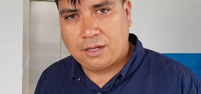 Nuevo ataque a la prensa: Reportero de RTC recibe impacto de bomba lacrimógena en pleno rostro. Fue socorrido por vecinos rostro