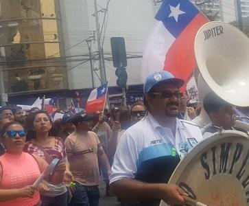 Con marcha en ruedas de camioneros, de funcionarios públicos, municipales y trabajadores,  en jornada de movilizaciones