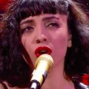 El impresionante show de Mon Laferte y la reacción del público que cantó consignas contra Piñera