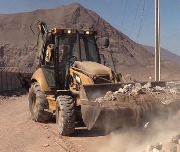 IMI Retira más de 60 metros cúbicos de escombros y basura en Vertedero ilegal ubicado en inmediaciones de colegios en Bajo Molle