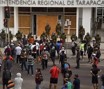 Trabajadores portuarios y cargadores de Zofri, marcharon hasta la Intendencia de Tarapacá, demandando mejores condiciones en medio de la pandemia