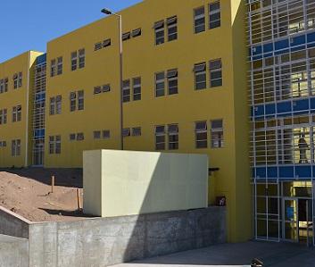 En la madrugada arribaron reclusos trasladados de Colina 1 a recinto penitenciario de Alto Hospicio, iniciando cuarentena