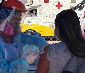 Equipos sanitarios llegan a tomas y campamentos de Alto Hospicio para vacunar contra la influenza