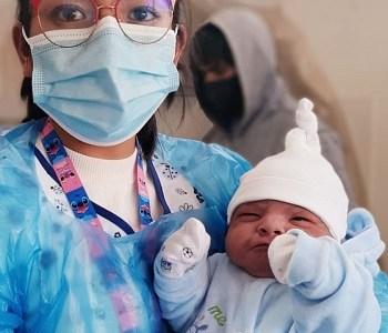 Por temor a la pandemia, pareja boliviana se desplazó desde Iquique a la altiplánica Colchane para que naciera su hijo