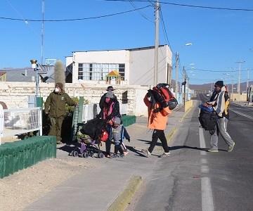 Diez migrantes fueron detenidos en la frontera y traslados a residencia sanitaria en Iquique