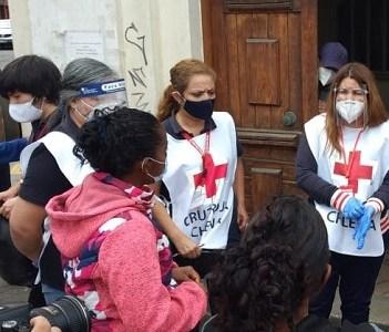 ACNUR, Cruz Roja Internacional y Cruz Roja Chile realizan operativo humanitario distribuyendo ayuda humanitaria a familias en busca de refugio y migrantes