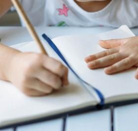 """Convocan a concurso literario """"Me quedo en Casa Creando"""", dirigido a estudiantes de establecimientos municipales de Iquique"""