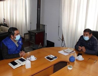 Alcalde de Colchane y representante de la Organización Internacional de migrantes, analizan desplazamiento de ciudadanos venezolanos.