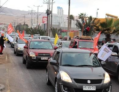 Caravana por el Apruebo y Convención Constitucional se tomó las calles de Iquique. Multitudinaria columna se dividió en varias partes