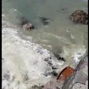 Emergencia: Derrame descontrolado de aguas servidas, provoca grave daño ambiental en el sector de la Remodelación El Morro.