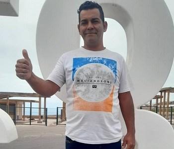 Carlos Aravena, que asegura ser descendiente de Luis Emilio Recabarren, busca cupo como concejal en Alto Hospicio