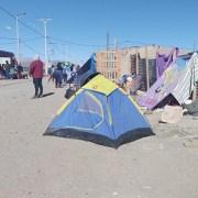 Hambre, frío y daños físicos por inclemencia del tiempo, padecen en la frontera migrantes en desplazamiento forzoso