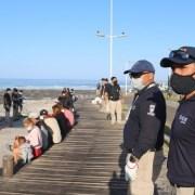 Más de 70 carpistas fueron retirados del borde costero en operativo conjunto de la Municipalidad, Armada y PDI