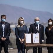 Piñera promulga ley de Migraciones. Alcalde de Iquique no fue invitado a la ceremonia y se enteró por la prensa de la visita presidencial