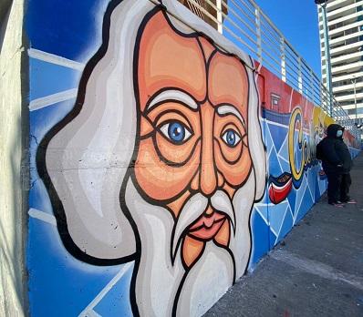 Unidad de muralistas de la municipalidad de Iquique realiza obra de más de 30 metros cuadrados en Caleta Cavancha