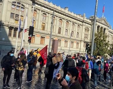 Sigue suspendida la instalación de la CC. Imágenes de la caótica situación  que ocurre ahora en Santiago