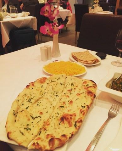 Naan, rice and chapati - Voujon