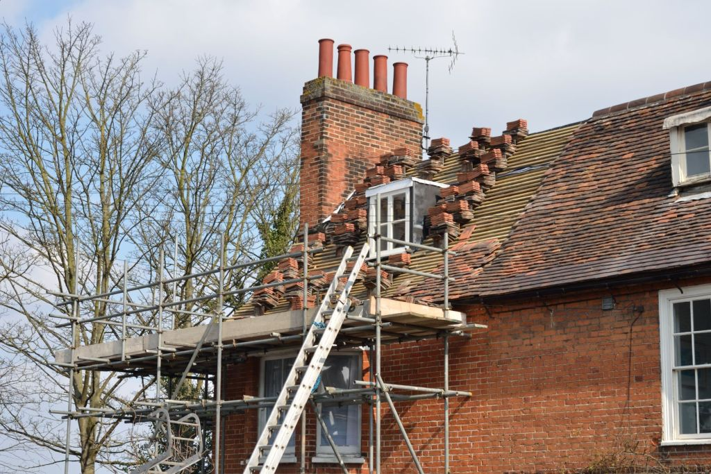House Roof Roofer Scaffolding Awaiting Repair M 2MP
