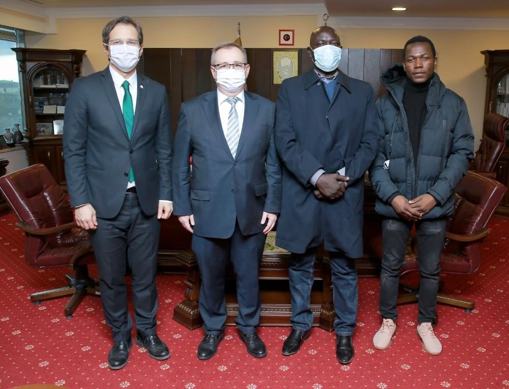 Çad Cumhurbaşkanı adayı, seçim öncesi mezunu olduğu üniversitesiye geldi