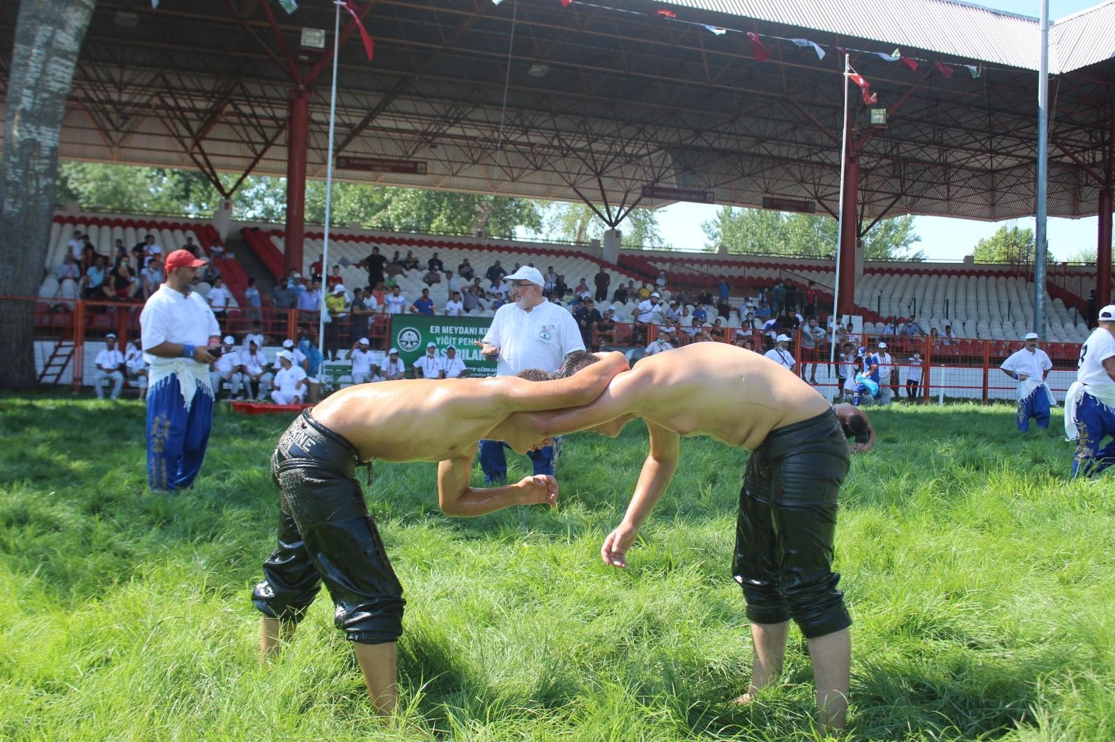 Bakan Koca spor müsabakaları için müjdeyi vermişti, Kırkpınar Güreşleri seyircili düzenleniyor