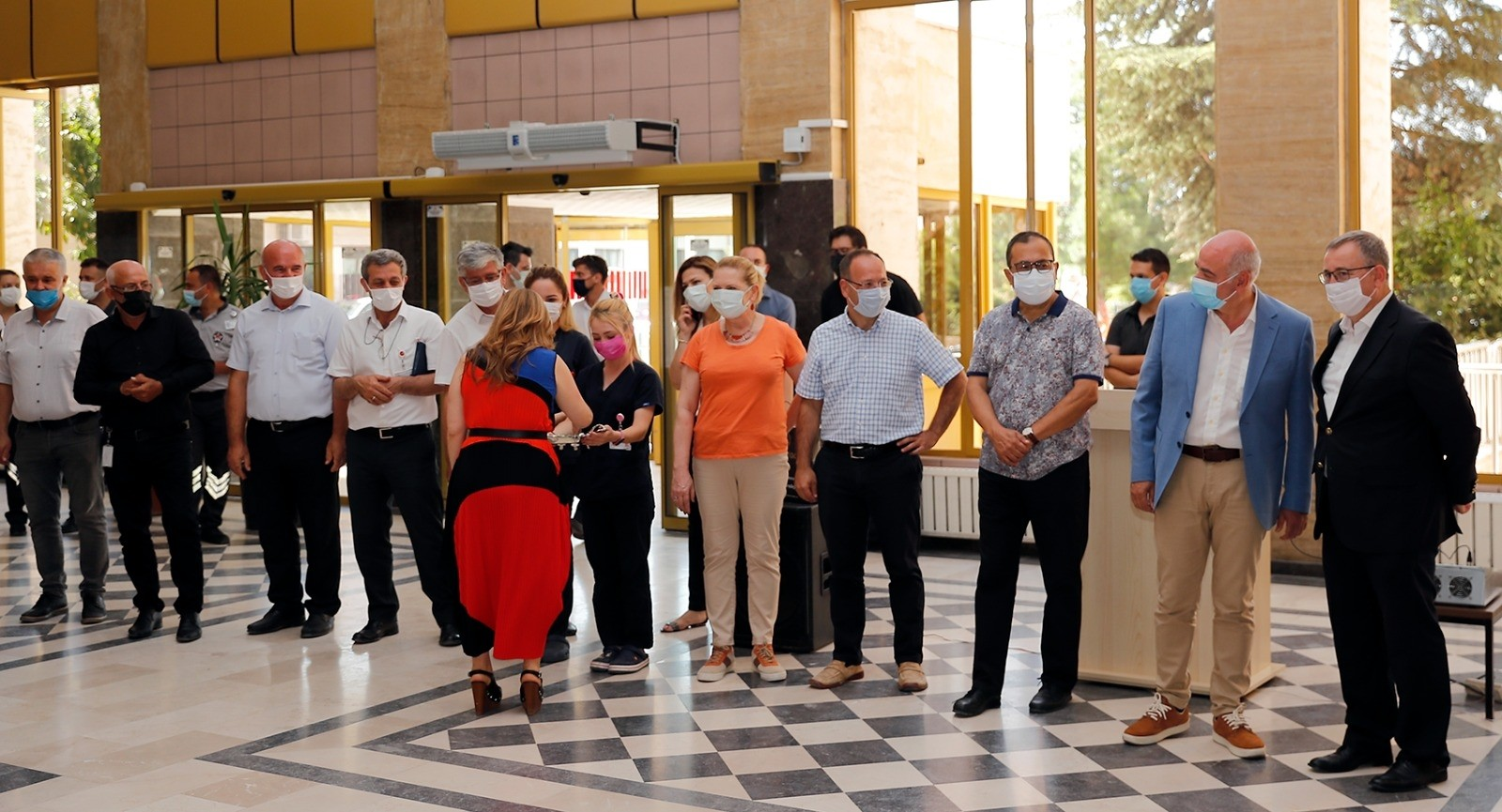 Tabakoğlu, sağlık çalışanları ile bayramlaştı