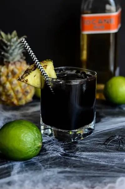 Halloween cocktail midnight mai tai