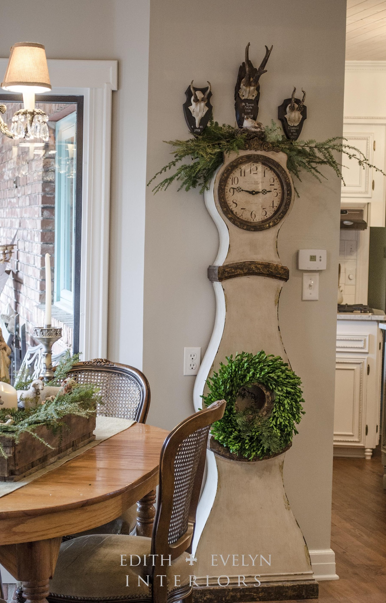 Simple Christmas Decor and A Mannequin Tree | Edith & Evelyn | www.edithandevelynvintage.com