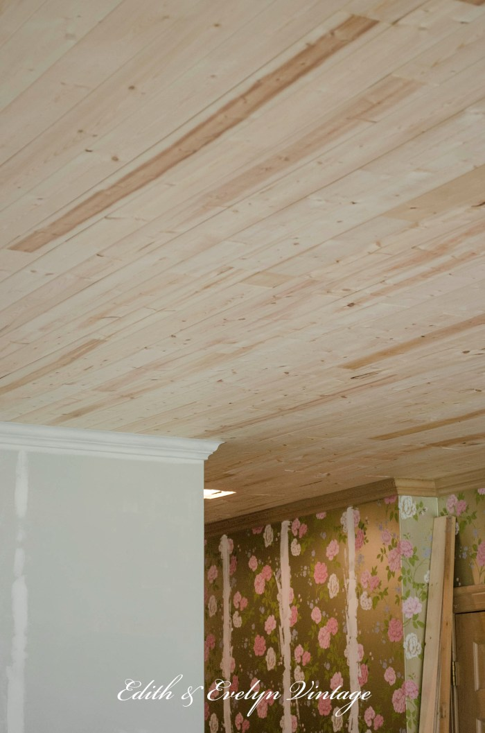 How to Plank a Popcorn Ceiling | Edith & Evelyn | www.edithandevelynvintage.com