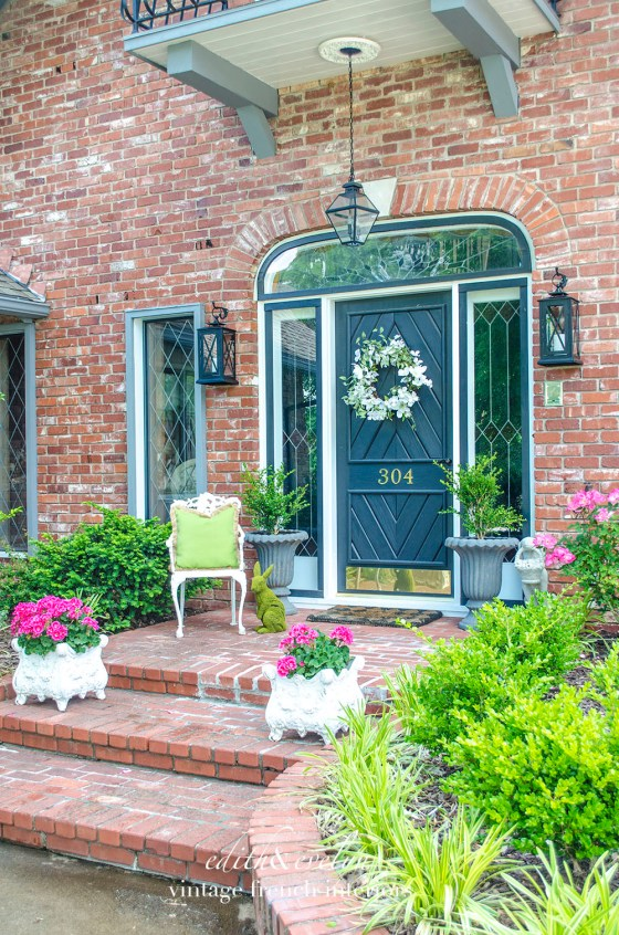 Decorating the Porch for Spring | www.edithandevelynvintage.com