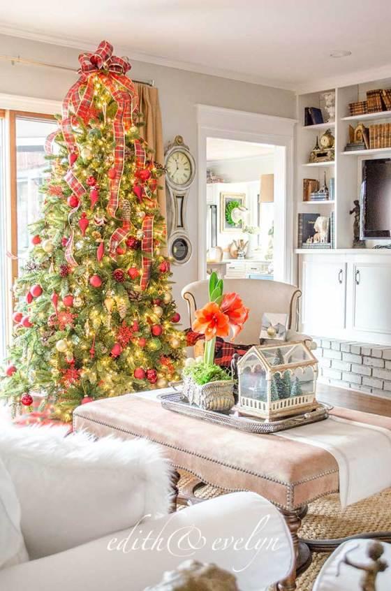 A Family Room Christmas Tree | Edith & Evelyn | www.edithandevelynvintage.com