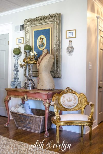 Ideas for Using Antique Frames in Your Decor