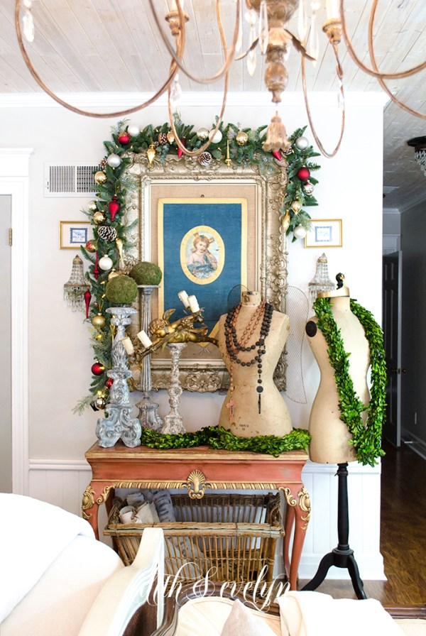 Holiday Details in the Master Bedroom | Edith & Evelyn | www.edithandevelynvintage.com