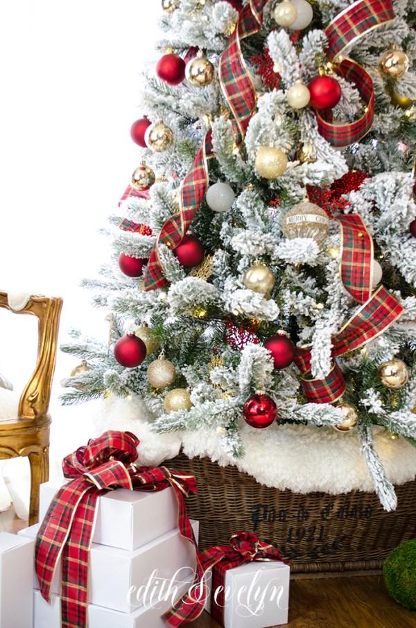 Master Bedroom Christmas Tree   Edith & Evelyn   www.edithandevelynvintage.com