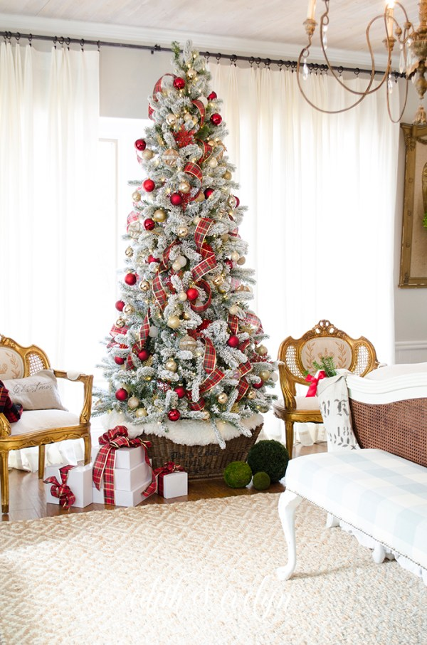 Master Bedroom Christmas Tree | Edith & Evelyn | www.edithandevelynvintage.com