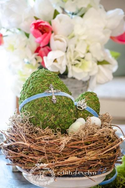 DIY Moss Easter Eggs | Edith & Evelyn | www. edithandevelynvintage.com