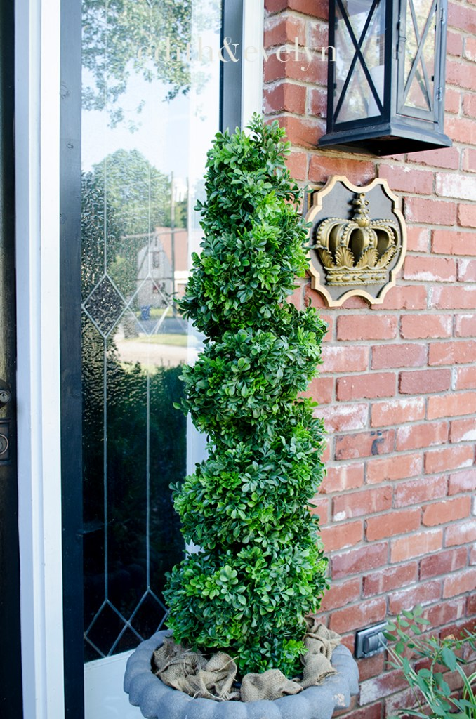 Front Porch Topiaries | Edith & Evelyn | www.edithandevelynvintage.com